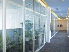选择上海玻璃隔断施工厂家需要注
